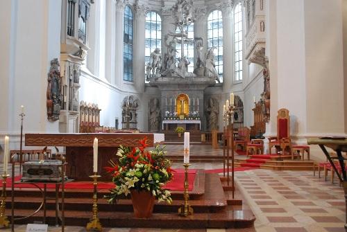 Hauptaltar im Dom St. Stephan
