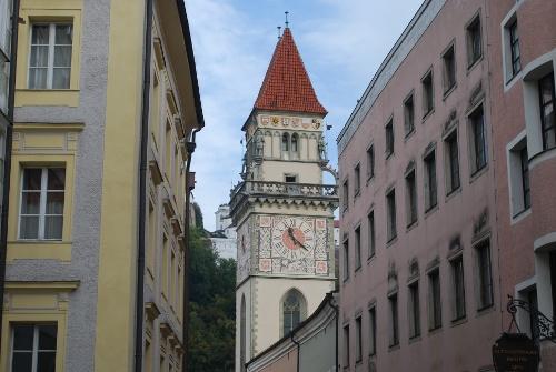 Rathaus am Ufer der Donau