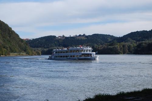 Unser Schiff, die Gisela, auf dem Weg von der Donau zur Innmündung