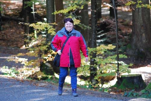 Brigitte im Wanderschritt